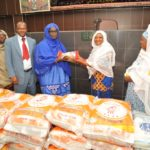 Dons de vivres aux femmes musulmanes de Côte d'Ivoire