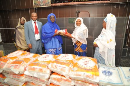 Food donations to Muslim women in Côte d'Ivoire