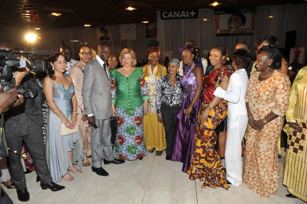Mrs Dominique Ouattara poses with designers, modelers
