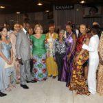 Mme Dominique Ouattara pose avec les stylistes-modélistes