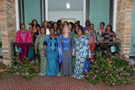 Une Photo de famille avec les femmes députés