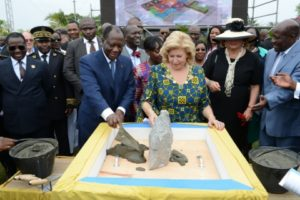 alassane-ouattara-dominique-ouattara-pose-premire-pierre-hopital-mere-enfant-de-bingerville.jpg