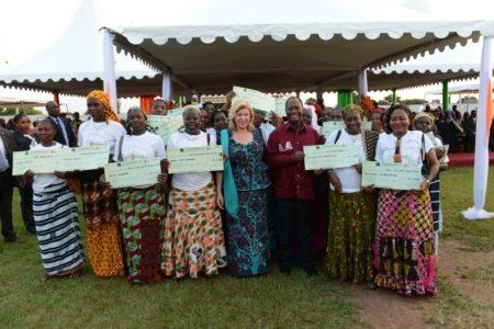 Remise de chèques FAFCI à Bouaké