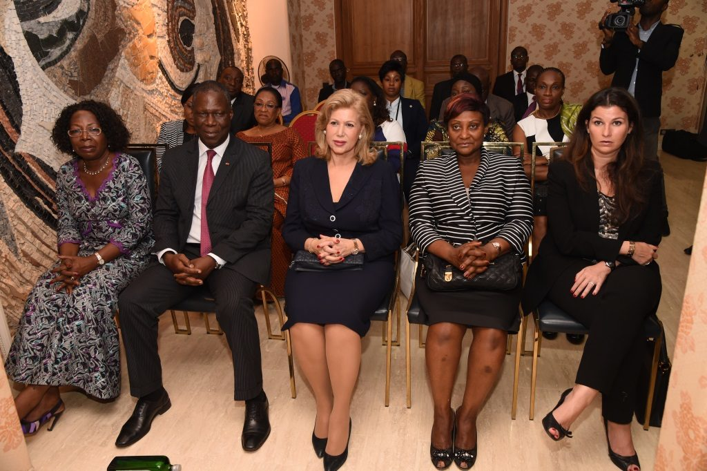 The First Lady presents the condolences of the presidential couple to the Aka Bonny Lambert's family