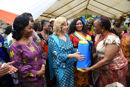"The First Lady Dominique Ouattara ""spoils"" the food crops women of Côte d'Ivoire"