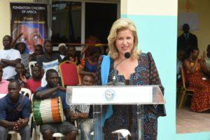 dominique-ouattara-inauguration-salle-multimedia-abengourou-42.jpg