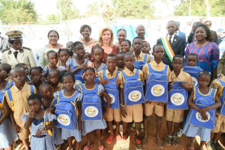 la-fondation-children-of-africa-a-offert-2.000-kits-scolaires-aux-ecoliers-de-la-region-du-goh.jpg