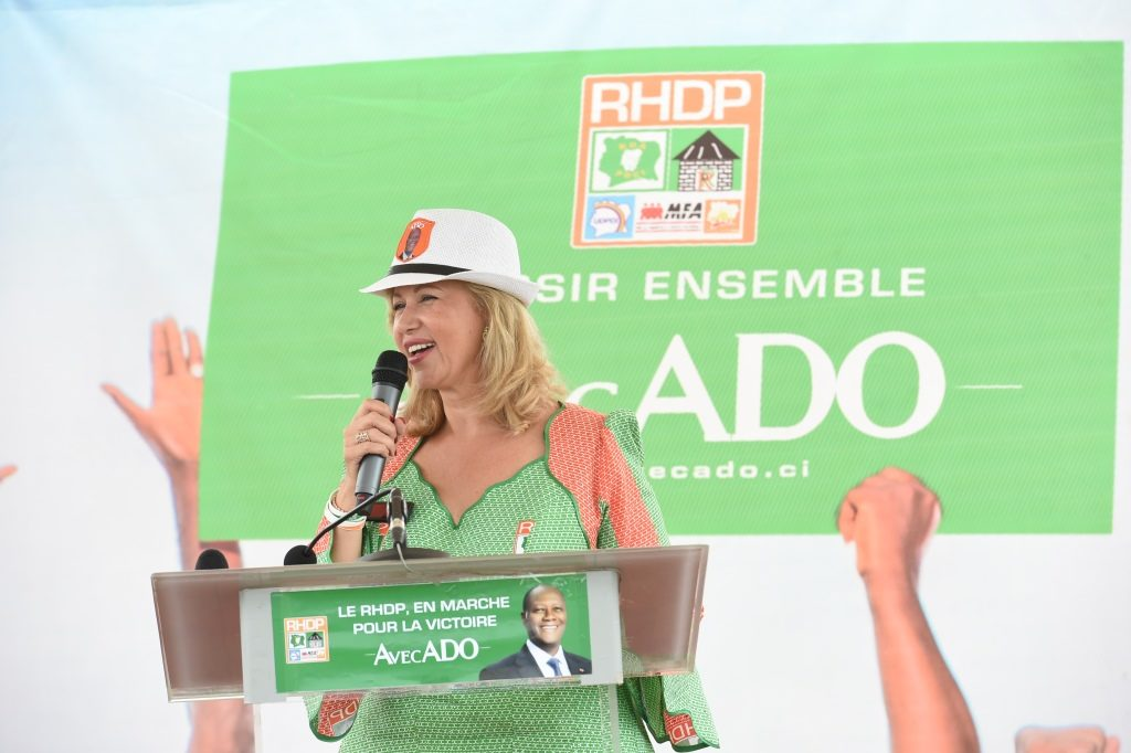 dominique-ouattara-aux-femmes-du-vivrier-de-cote-d-ivoire-63.jpg