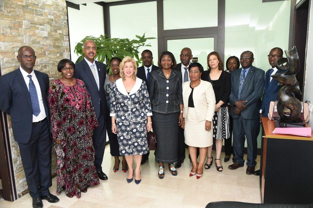 la-premiere-dame-dominique-ouattara-a-recu-en-audience-une-delegation-de-la-croix-rouge.jpg