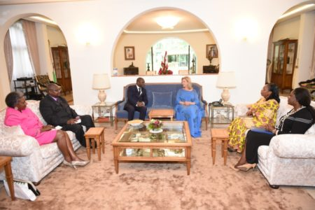 The first lady exchanged with a delegation of the oif.