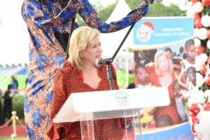 dominique-ouattara-arbre-de-2016-fondation-children-of-africa-31.jpg