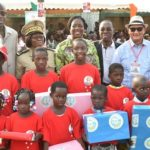 dominique-ouattara-dons-aux-populations-d-assinie-fondation-children-of-africa.jpg