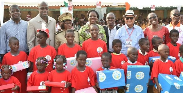 The First Lady, Dominique Ouattara makes important donations to the populations