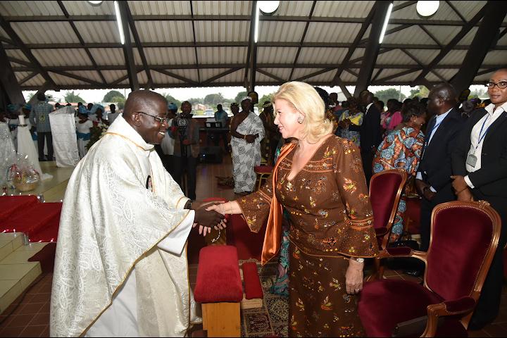 The First Lady, Dominique Ouattara celebrated Christmas at the 'Sainte Thérèse de l'enfant Jésus' church in Assinie.
