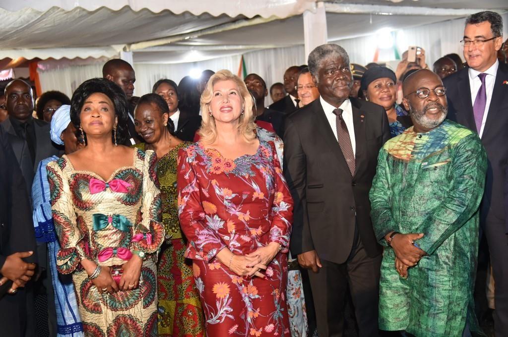 La Première Dame, Dominique Ouattara donne le top depart de l'illumination de la ville d'Abidjan