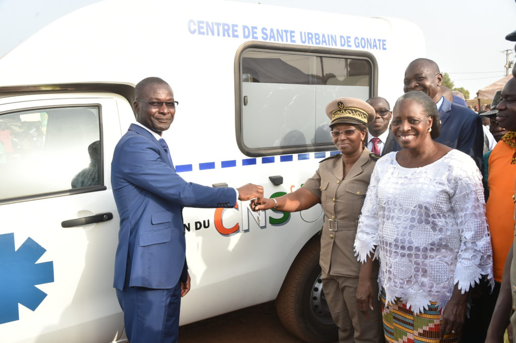 The First Lady, Dominique Ouattara, offers an ambulance to the Gonaté health center