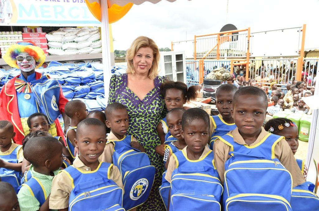 Dominique Ouattara will offer 15,000 school kits to schoolchildren in the country