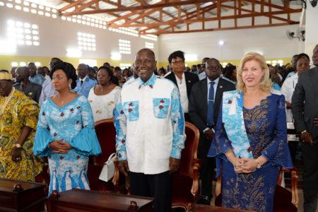 dominqiue-ouattara-preside-la-consecration-de-la-nouvelle-chapelle-d-assounvoue-9.jpg
