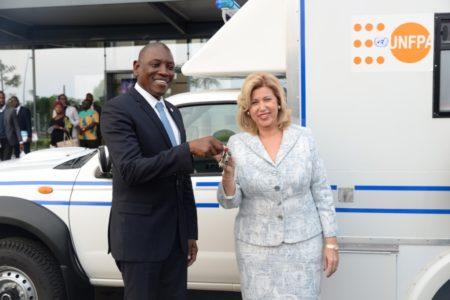 Le Fonds des Nations Unies pour la Population (UNFPA) a offert une ambulance à l'Hôpital Mère-Enfant Dominique Ouattara de Bingerville